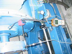 Service und Wartung an Elektromotoren und Generatoren, hier Ausrichtkontrolle und Schwingungsmessung