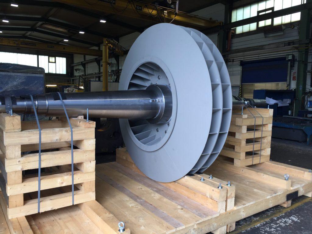 Dynamisches Auswuchten von Bauteilen bis 6.000 mm Länge, 2.000 mm Durchmesser, und 10 Tonnen Stückgewicht. Hier auswuchten von Lüftern